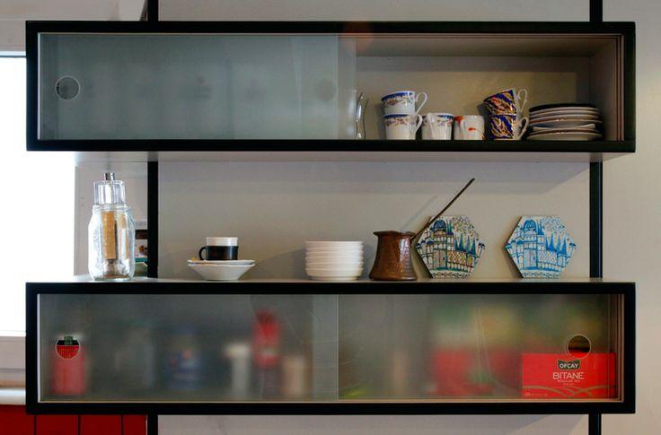 Meydan Architecture Design | Kasımpaşa Studio, Simple Shelves