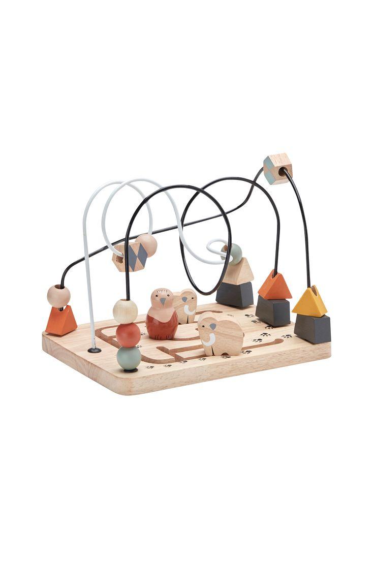 Kuelbanen fra Kids Concepts kollektion NEO, inspirert av steinalderen. Er bra for å trene øye-håndkoordinasjon for de små og for å lære seg navnet på de ulike formene og fargene. Neo og Leo, de to mammutene, fuglen Lisa og slamkryperen Otto kan gli rundt langs banen. Kulebanan har tre vulkaner som man kan legge sammen og andre fargeglade kuler som kan man flytte rundt - et superfint design med mange lekemuligheter som stimulerer barnet. Mål: 25 x 18 x 17 cm. Materiale: gummitre/metall....
