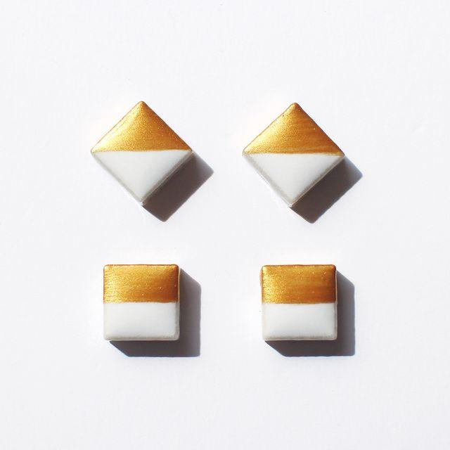 ゴールドと陶器のピアス・Sサイズ