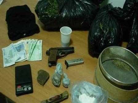 Blitz a Ponticelli: sequestrate armi e droga grazie ai cani poliziotto