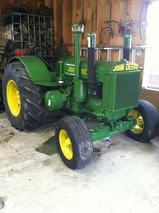 1935 John Deere D ..what a beautiful old JD tractor. Love it!
