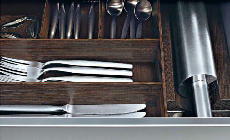 POLIFORM VARENNA_Detail of inside of a drawer with dividing elements in wenge.