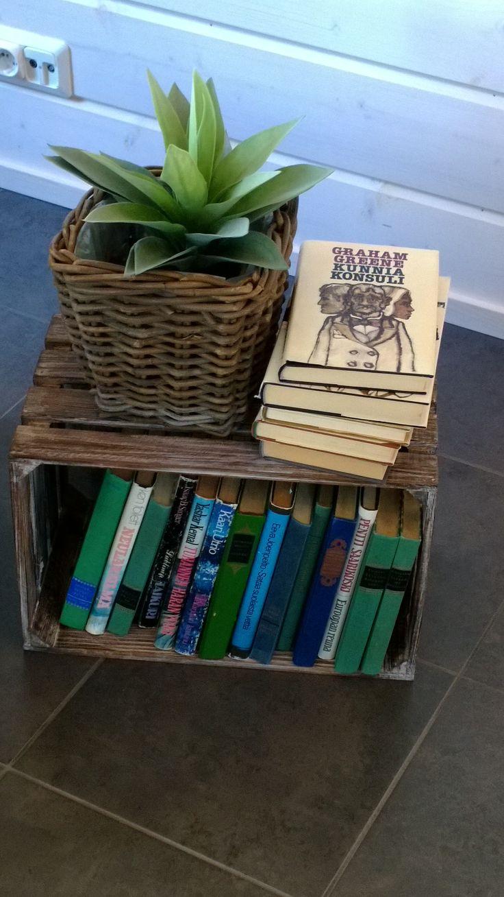 Vanha laatikko kirjahyllynä, kohteessa Pallas 100 / Kalajoen Loma-asuntomessut 2014