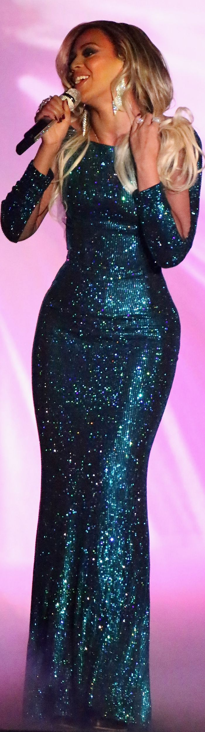 Beyonce (and her curves) hit the stage at the Brit Awards.