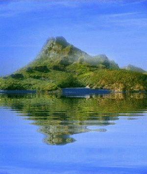L'île de Mako et la pleine lune