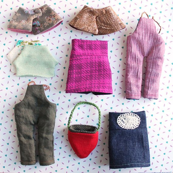 For shopping at the flea market or playing in the park, your doll can be very comfortable in these tiny reversible overalls. *Rousskine