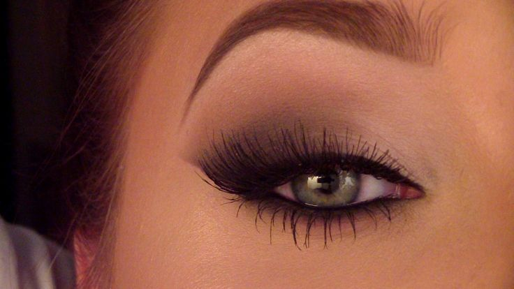 Smokey Cat Eye by Jaclyn Hill on Youtube. I have to say I LOVE her makeup vids. Look her up, she is the best.