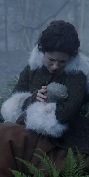 Claire Fraser finds changeling baby.
