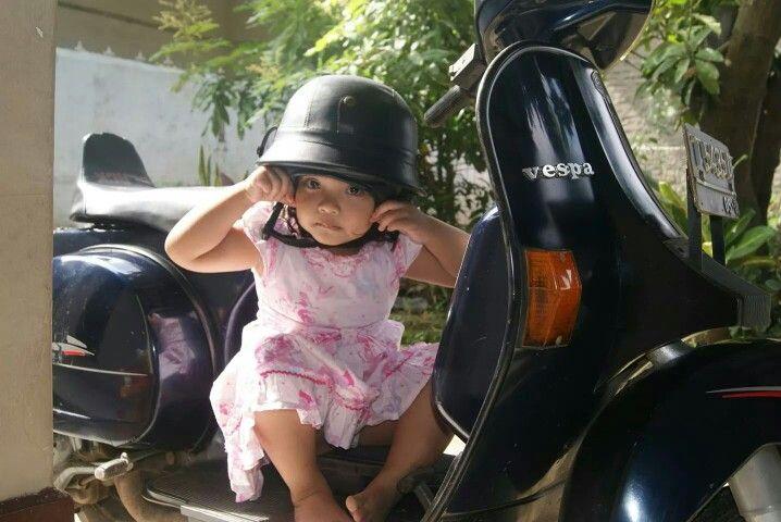 Vespa #edisipopotoan#kidsphotography#zahra#ebotphotography