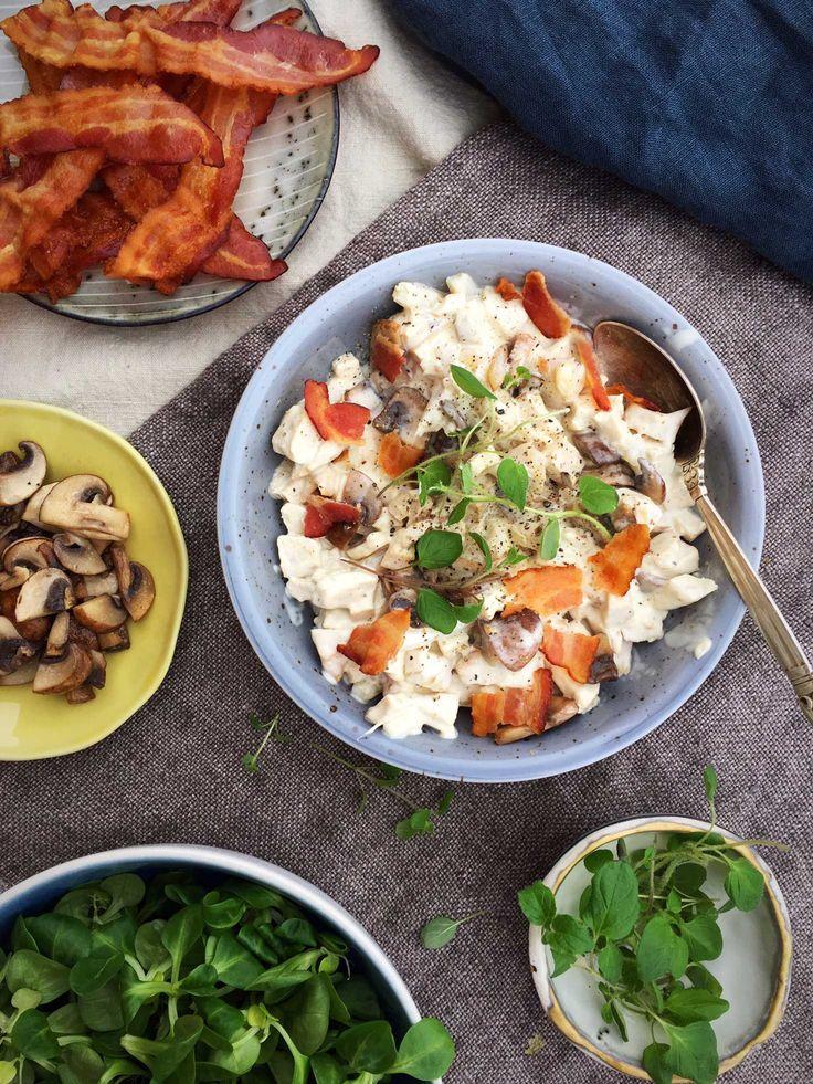 Hjemmelavet hønsesalat med bacon - nem og lækker LCHF-frokost --> Madbanditten.dk
