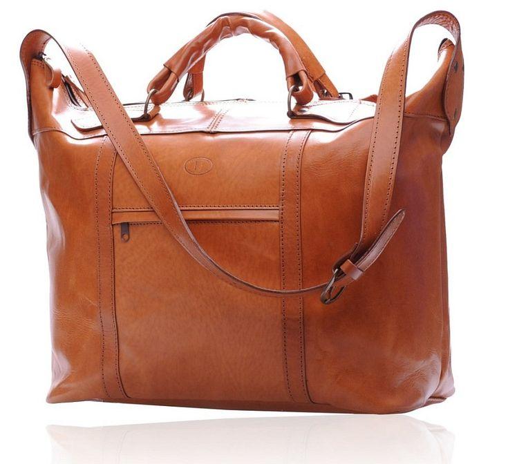 Cu un design clasic, elegant, geanta de voiaj GLASCOW de dimensiune medie este alegerea stilata pe care trebuie sa o faci atunci cand pleci intr-o calatorie.