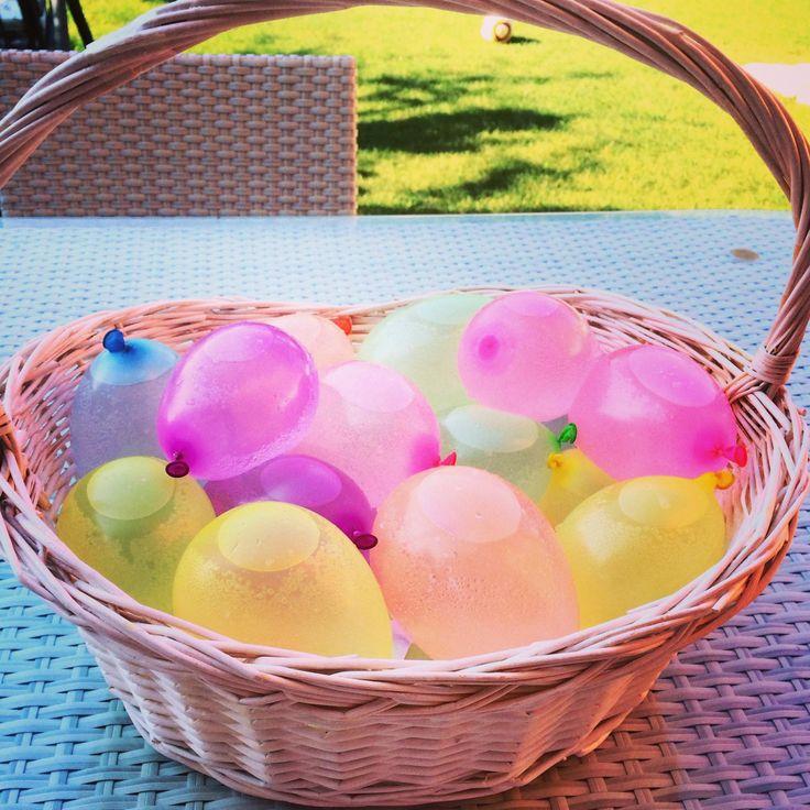 Malzemeler: Minik Balonlar Geniş bir Kap Su Yaş: + 2 Yaş Kazanımlar: Dokunma Duyusunu Hassaslaştırma Neden-Sonuç İlişkisi Kurma Bilimsel Beceriler (Deney ve Gözlem)  Bugün h…