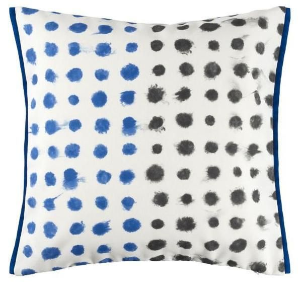 Need a quick update for your outdoor area.  I love these new ready made outdoor cushions from Designers Guild. They will give any outdoor space a stylish update #outdoor #entertaining #home #family #interior