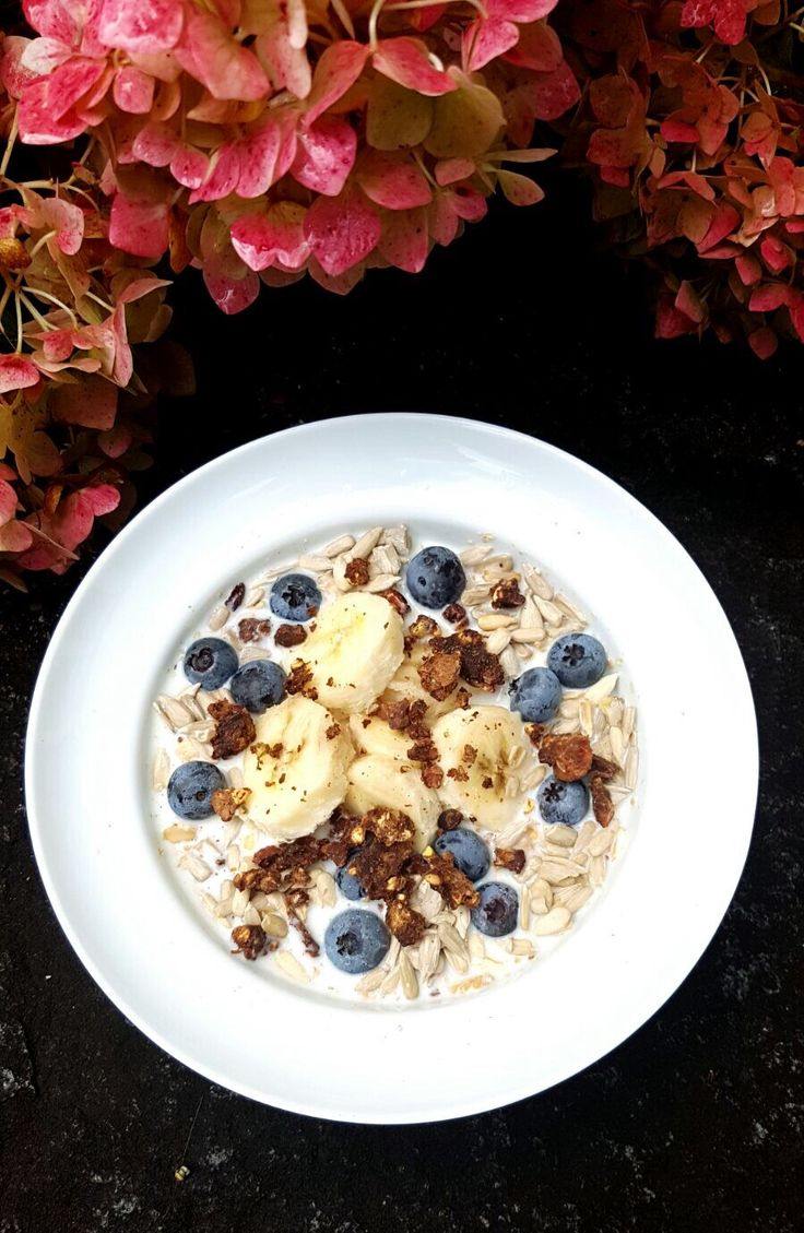 Start your day with a healthy #mueslibowl, packed with vitamins & minerals.  Ingredients: bananas & blueberries nuts #superfood powder #Maca & #Lucuma #almondmilk cocoa granola & don't forget the #cereals  Happy breakfast!