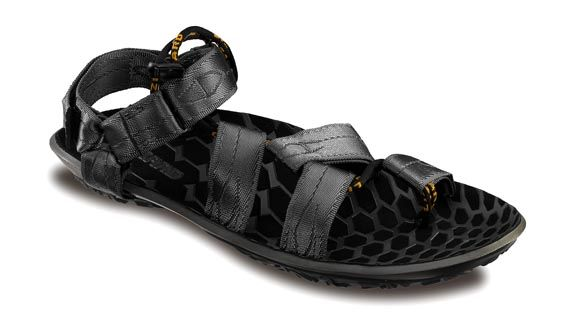 With the new sole unit called COCOON, we built extremely high-performance lightweight sandals. The aggressive tread pattern provides multidirectional traction, grip and stability on rough terrain. The anatomically shaped cupped foot-bed is constructed from an innovative polyurethane compound that is lightweight and flexible.