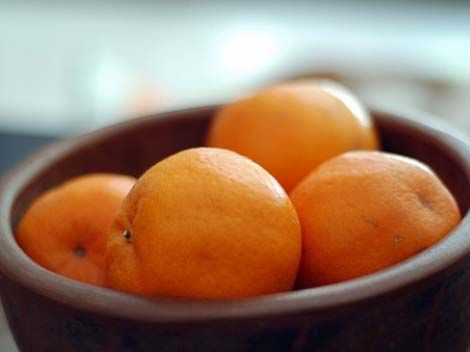 It's often said in Feng Shui that 9 oranges placed in either the kitchen or the living room will bring luck and prosperity. Join us tonight on another stimulating episode of Find Your Sprinkles Radio. We are joined by international Feng Shui expert Lisa Montgomery for an educational dive into the pool of Feng Shui. You won't want to miss it! 7 p.m. PST http://www.blogtalkradio.com/find-your-sprinkles-radio/2012/10/11/feng-shui-sprinkles-the-qi-to-success