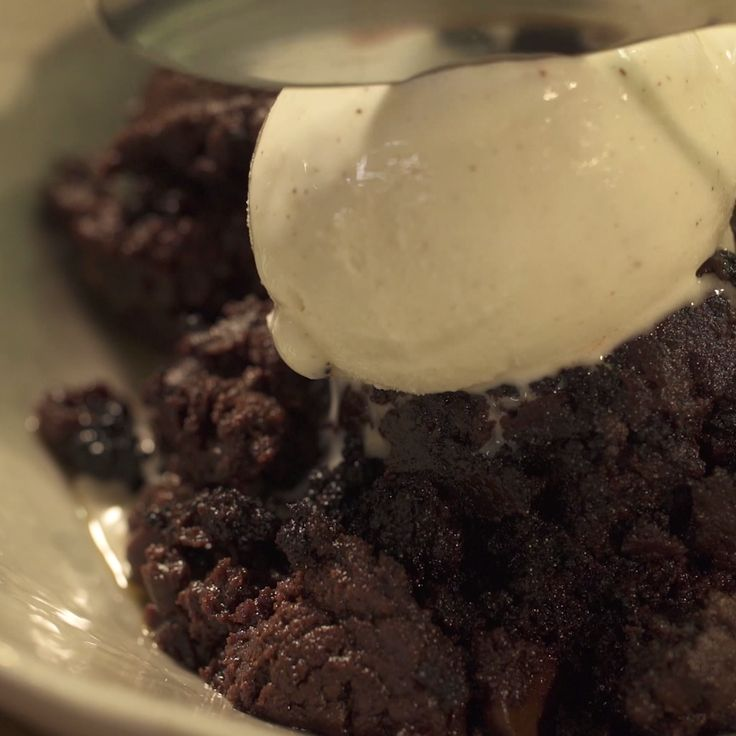 Is it possible to make chocolate brownies in a skillet, without using the oven at all? Yes, it is!