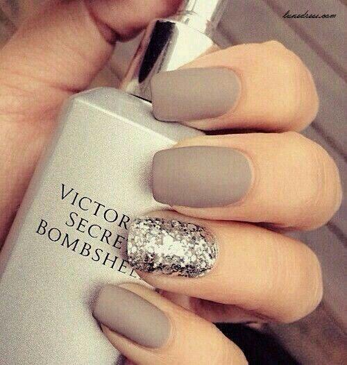 summer nails and a victoria secret