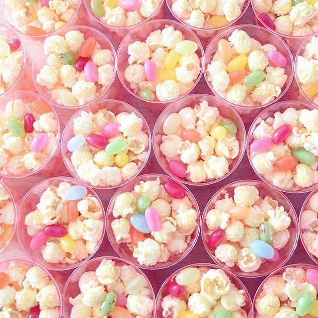 Bakjes popcorn en jelly beans! Een leuke traktatie en hartstikke makkelijk om te maken. #HEMA #verjaardag #traktatie