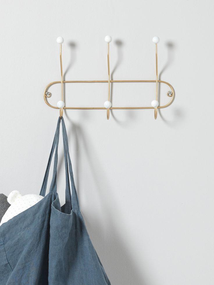 Des boules blanches et du métal doré : le style d'autrefois revu au goût du jour. Patère 3 crochets utile et déco dans l'entrée, la chambre ou la sall
