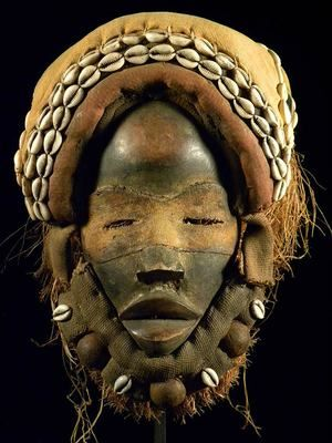 Fine Tribal Mask DAN / Liberia ** with stand