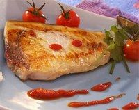 Thon grillé sur coulis de tomates cerises - Cuisine méditerranéenne - Pour 4 personnes Préparation : 30 min Cuisson : 15 min Ingrédients 4 pavés de thon 1 kg de tomates cerises (on peut remplacer par des tomates normales, bien mûres) 4 gousses...