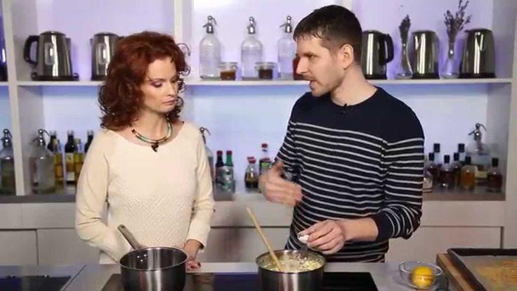 Reform túrógombóc recept Dobó Katával: Zseniális reform túrógombóc recept. 100% siker főzés és tojás nélkül! ;)  Nézd meg a többi receptünket is!  A recept itt olvasható: http://aprosef.hu/turogomboc_maskepp