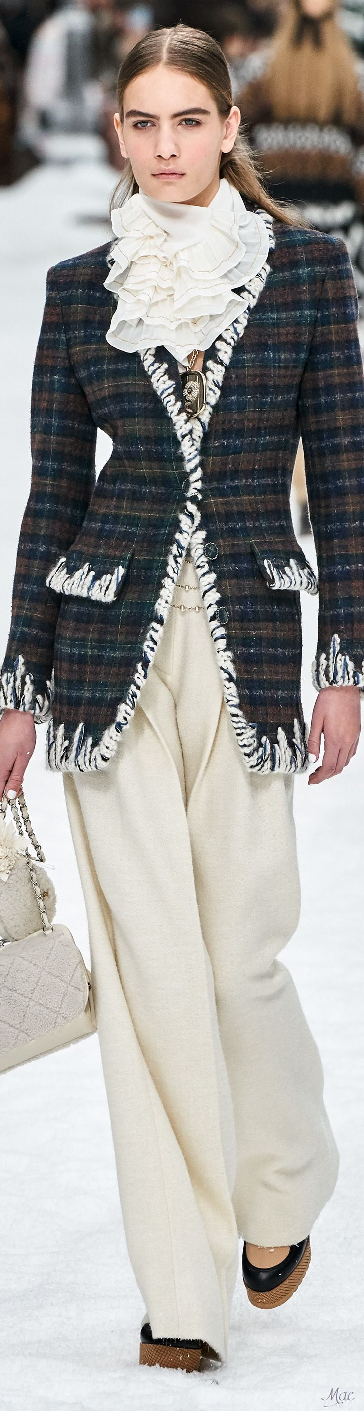 Chanel Fall 2019 RTW #rtw #fall2019 #vogue #chanel #womenswear