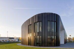 Voor Jacobs Elektro Groep heeft Oomen architecten op bedrijventerrein Minervum in Breda een nieuw bedrijfspand ontworpen.Een duurzame installatie met warmte/koude opslag in de bodem, zonnepanelen …