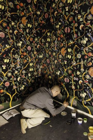 Hand painted chinoiserie mural at Avebury Manor by artist Mark Sands. From the National Trust Treasure Hunt blog - WHAT?!?!