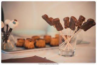 brochette de bonbon ou mikado ou sucette ou fingers dans  un verre
