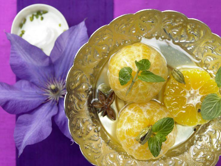 Pochierte Clementinen - mit Kardamom, Sternanis und Rosenwasser - smarter - Kalorien: 152 Kcal - Zeit: 45 Min. | eatsmarter.de