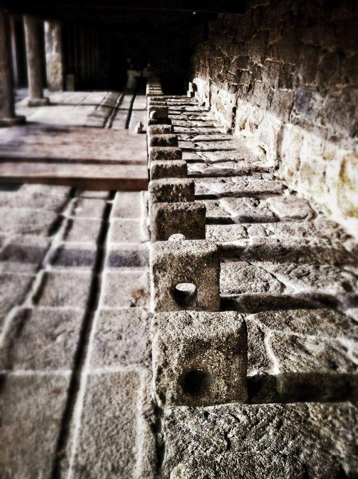 Prensas de la antigua fábrica de salazón en el patio de La Casa