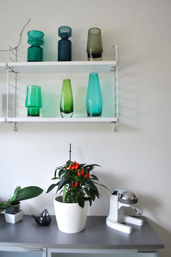 detalji in kitchen, string shelves