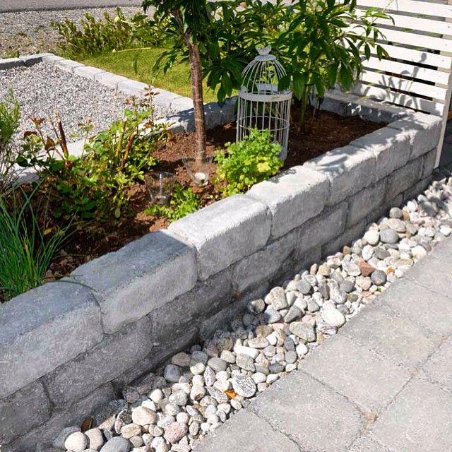 #asak #herregård #mur #helle #gråmix #elvestein #bed #blomster #planter #urtebed #inspirasjon #DIY #asakmiljostein @asak_miljostein