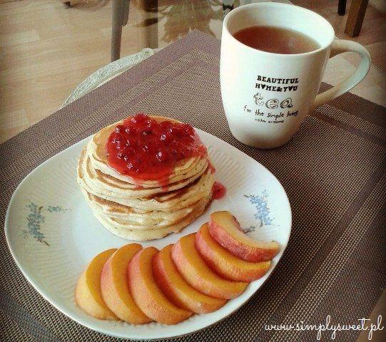 Pancakes - amerykańskie naleśniki z owocami. Przepis na http://simplysweet.pl/?p=911