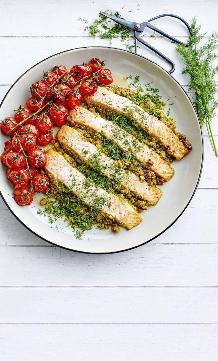 Recept van Pascale Naessens: Zalm met olijven-pistache-tapenade en tomaatjes