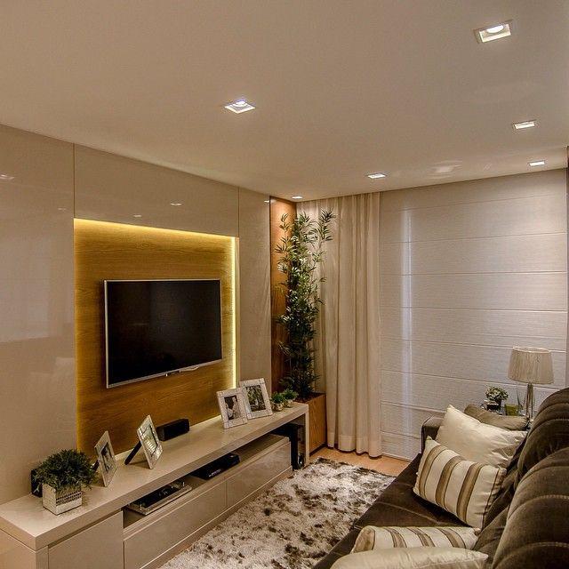 Boa noite fofurasss!! Sala tv com painel em laca mais lâmina carvalho - destaque para a iluminação indireta com fita de led!! ✌️✌️😴😴 #boanoite #instadecor #interiores #interiordesign #decor #decoracao #decorating #decorbrazil #decorlovers #decoracaodeinteriores #details #detalhes #detalhesqueamamos #fitaled #iluminacao #apartamento #persianaromana #lindo #living #salatv #mywork #marianemarildabaptista