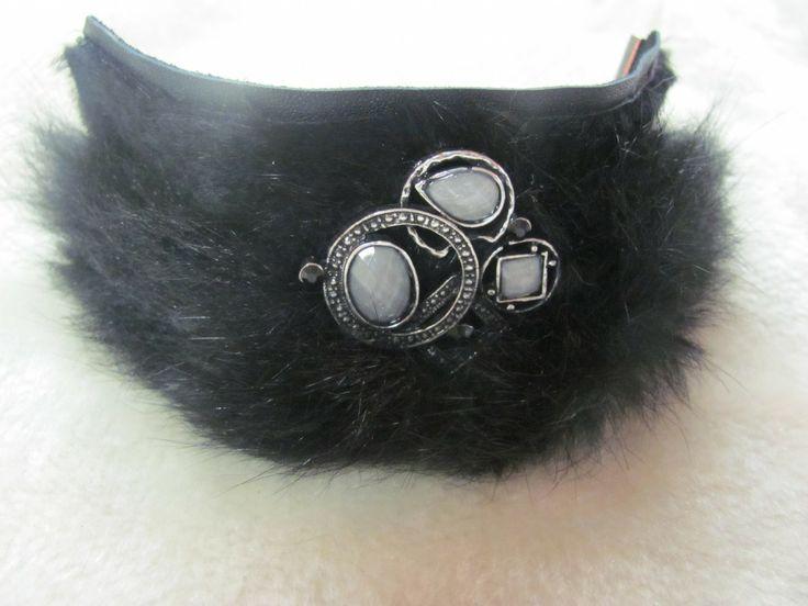 bracelet en fourrure avec bjoux : Broche par billes-et-fourrure