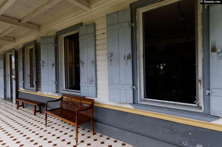 Musée du Rhum Saint-James à Sainte-Marie - Martinique. Galerie extérieure du musée.