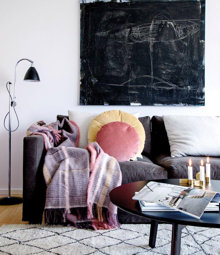 Kom indenfor i Louise Olriks nybyggede Østerbro-hjem, som hun med støvede farver og antikviteter har forvandlet til sig helt eget.