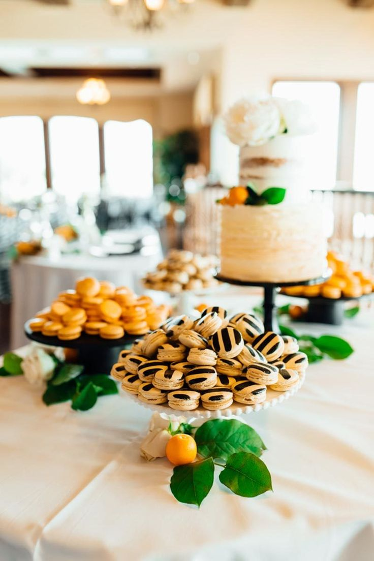Black and White Macaroons by Le Petit Sweet - Old Vintage Florida Wedding at Tavares Pavilion on the Lake - Photo by Emma Shourds Photography - Click pin for more - www.orangeblossombride.com