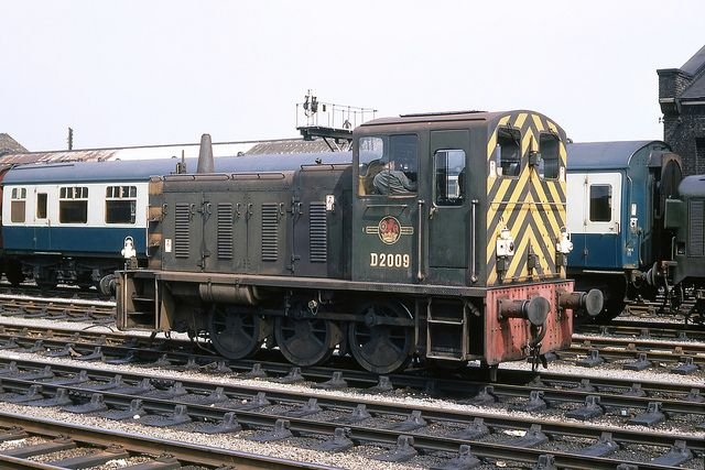 BR/Gardner 204hp 0-6-0 Diesel Mechanical shunting loco Class 03 D2009 at Cambridge on 31st May 1967. Built at Swindon Works and delivered on 12th Feb 1958. Renumbered to 03009 on 31st Dec 1973. Withdrawn on 11th July 1976 and cut up at G.Cohen's, Kettering during 1977.