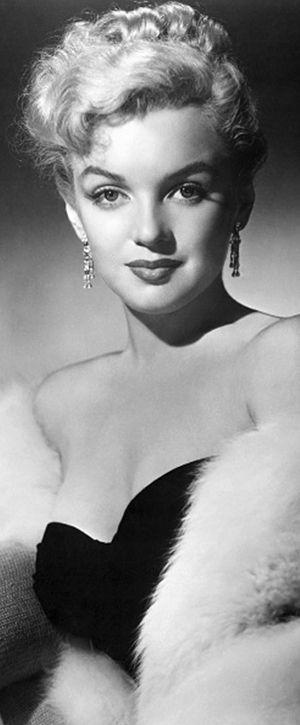 Marilyn Monroe 1951 She looks so beautiful here!
