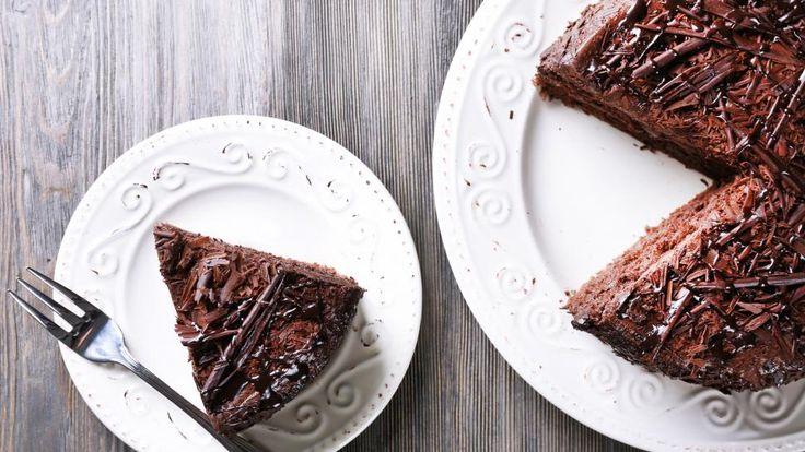 SJOKOLADEKAKE: Sjekk hvordan du kan lage deg en superdeilig sjokoladekake – uten verken egg, smør eller melk! Foto: Shutterstock