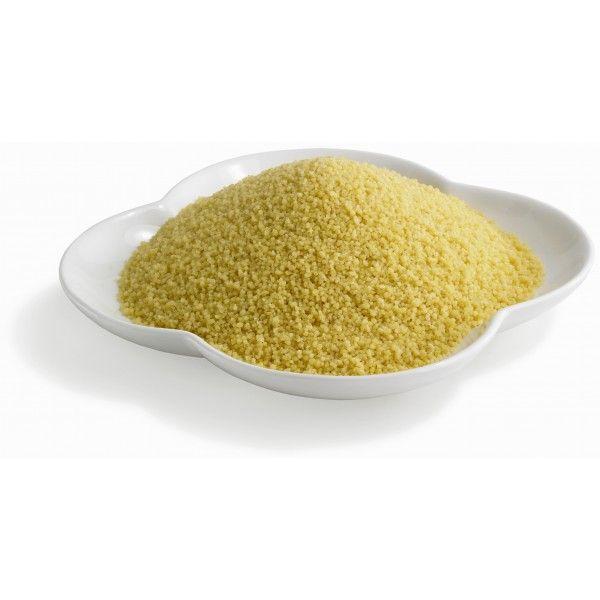 Couscous er ikke akkurat ny på markedet, men vi mener flere burde kjenne til bruksområdene og mulighetene med den. Couscous er semulegryn av durumhvete og har dermed hvetens relativt høye proteininnhold og lave fettinnhold. Couscous inneholder mer fiber enn for eksempel pasta og ris. For at retten skal bli god kan det være lurt å krydre couscousen. Den smaker ikke så mye alene, så bruk av krydder eller sterke grønnsaker kan være med på å piffe den opp litt.
