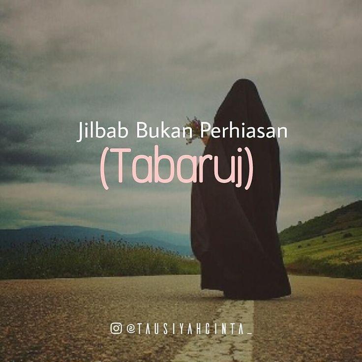 Jilbab Bukan Perhiasan (Tabaruj) Islam tidak saja menjaga dan melindungi kehormatan wanita dengan mewajibkannya menutup seluruh auratnya. Tetapi juga melarangnya untuk berpakain yang bisa menarik perhatian lawan jenis. Meski seluruh auratnya sudah tertutup.  Allah berfirman Dan hendaknya perempuan-perempuan itu tidak melakukan tabarruj seperti yang dilakukan orang-orang Jahiliyah dulu. Itulah titah Allah dalam Q.s. al-Ahzab: 33. Tegas tidak boleh melakukan tabarruj. Berdandan menarik…