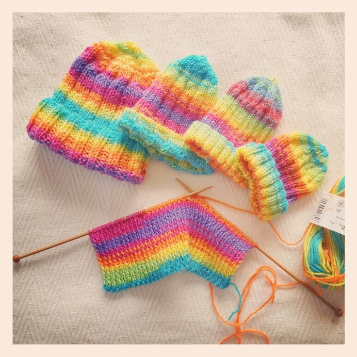 Brrrr, it's cold in Johannesburg today! Knit a beanie for those who are less fortunate, those who don't have warm enough clothes and homes.  Put a smile on a child's face.  I know these rainbow-coloured beanies are going to be firm favourites ☺ Email info@sgtcreations.co.za to join out Beanie Drive 2014