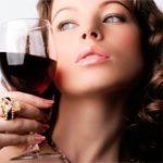 Вино, пиво, коньяк, ром – и все это не внутренне, а наружно, и не в целях опьянения или легкого увеселения, а ради роста сильных и здоровых волос. Можно использовать, как в случае с пивом, в чистом виде, а можно и приготовить различные коктейли с чесночком, касторовым маслом, медом и кофе