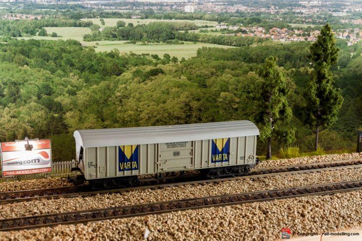 LIMA 302711 - H0 1:87 - Carro merci chiuso con tetto ribalatabile DB compagnia VARTA con confezione